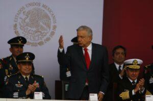 AMLO reinicia obras en Santa Lucía; pide que esté listo para 2022