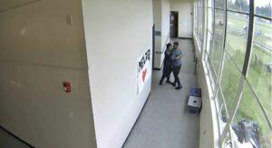 Maestro desarma a un alumno y evita que atacara a sus compañeros