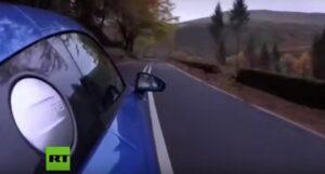 Multan a un youtuber tras presumir en video cómo manejaba a exceso de velocidad