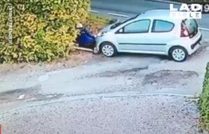 Una mujer es arrollada por su propio auto por no ponerle el freno de mano