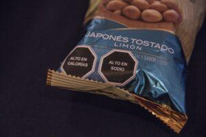 Senado aprueba ley para etiquetar con advertencias comida chatarra y refrescos