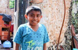 Niño comerciante pide a otros pequeños que valoren las oportunidades que tienen