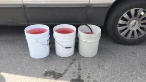 Alrededor de 50 autos quedan varados tras cargar gasolina rebajada con agua en el Edomex