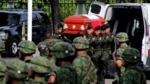 Novia del soldado asesinado en Culiacán se despide de él con una emotiva carta