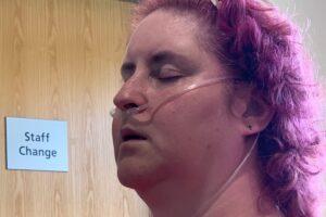 Mujer en Inglaterra celebrará Navidad en octubre porque tiene cáncer terminal