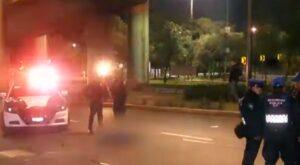 Motociclistas chocan en el segundo piso del Periférico y uno muere tras caer al vacío