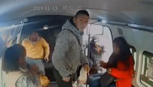 Asaltante exige a niña que no llore durante robo en combi