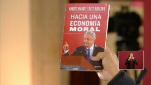 """AMLO presenta su nuevo libro titulado """"Hacia una economía moral"""""""