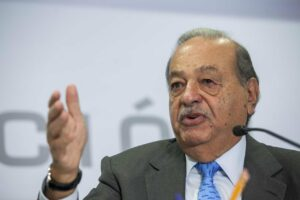 Universitarios deben entrar al campo laboral en vez de hacer una tesis: Carlos Slim