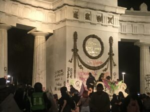 Marcha Feminista: algunos contingentes causan destrozos en Reforma y Juárez