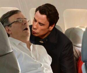 Marcelo Ebrard se queda dormido en un vuelo y lo trolean con memes