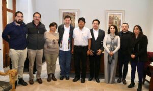 """Legisladores de Morena analizan """"coperacha"""" para cubrir gastos de Evo Morales"""