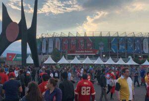 Aficionados de la NFL son asaltados afuera del Estadio Azteca