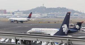 Denuncian presunta sanción de Aeroméxico contra piloto que pidió a AMLO continuar con el NAIM