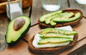 Consumir diariamente aguacate reduce los niveles de colesterol y glucosa