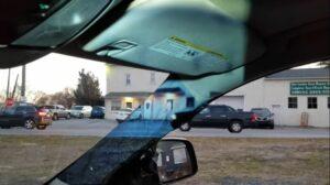 Adolescente crea un sistema que elimina los puntos ciegos en un auto