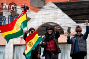 Miles de bolivianos festejan la renuncia de Evo Morales
