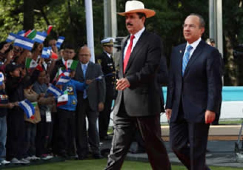 En 2009 Felipe Calderón recibió a Manuel Zelaya, depuesto por un golpe militar en Honduras