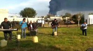 """Graban video de """"La Cumbia del Huachicol"""" durante incendio de ducto en Tetepango"""