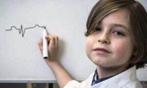 Niño genio de 9 años concluirá su carrera en ingeniería eléctrica y medicina
