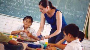 EU ofrece hasta 60 mil dólares anuales a docentes mexicanos