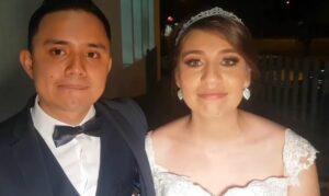 Pareja de recién casados regala comida afuera de un hospital en Tamaulipas