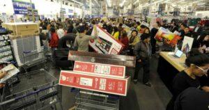 Sucursal de Walmart vende por error una pantalla a 3.78 pesos