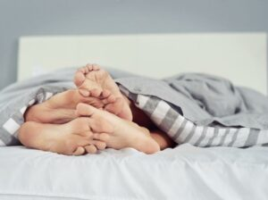 Mujer sufre una grave reacción alérgica con el semen de su esposo debido al medicamento que él tomaba