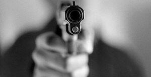Hombre confiesa a su familia que abusó de sus hijos y uno de ellos lo mata a disparos