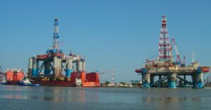 Piratas asaltan plataforma petrolera de Grupo Carso