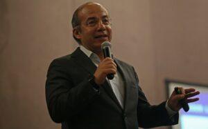 Denuncian a Felipe Calderón por Estela de Luz; solo buscan distraer, dice el expresidente