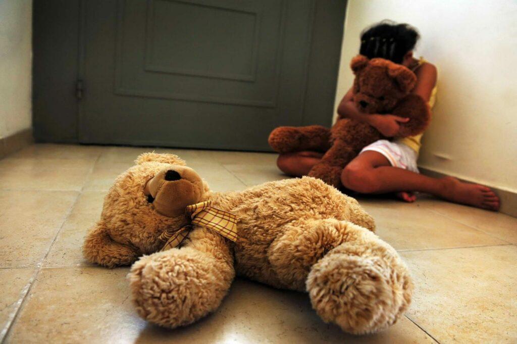 Piden condena de 6 mil años de prisión contra siete sujetos que abusaron de más de 100 niños en España