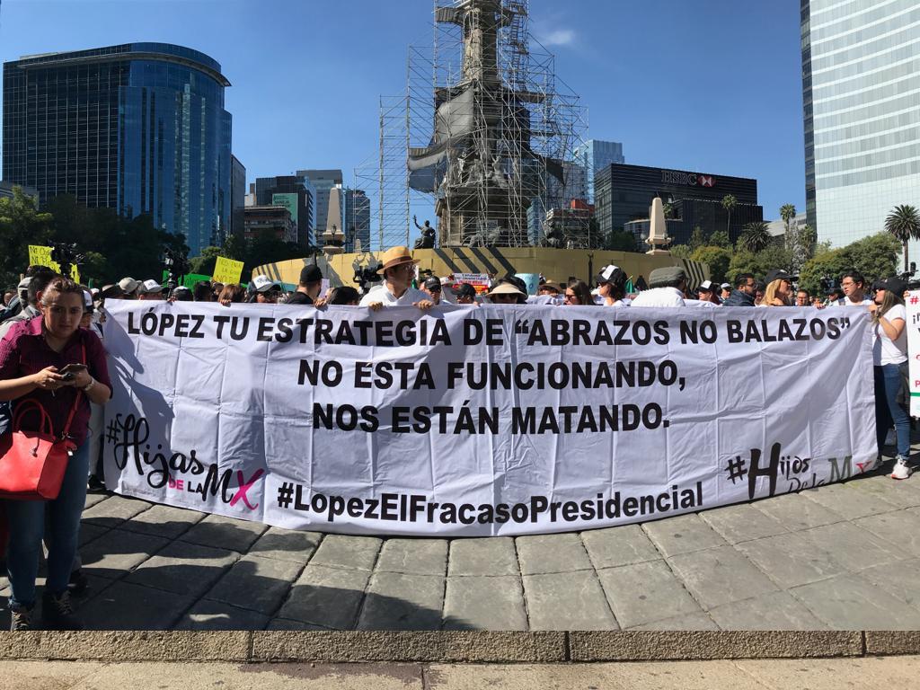 """""""¡Nada qué celebrar!"""", manifestantes protestan contra el primer año de gobierno de AMLO"""