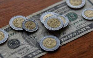 El peso recupera terreno frente al dólar luego de tres semanas con pérdidas