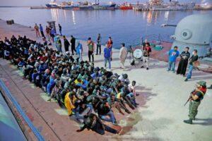 """""""Esclavos nigerianos en Libia son mutilados y asados vivos"""", denuncia exfuncionario de Nigeria"""