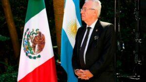 Embajador de México en Argentina asegura que no fue su intención robar un libro