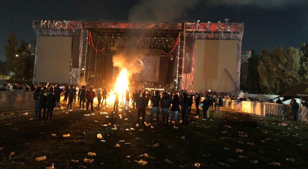 Asistentes prenden fuego y causan destrozos tras cancelación de bandas en el Knotfest