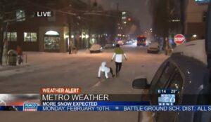 Deportista asegura que correr en la nieve es seguro y segundos después se cae
