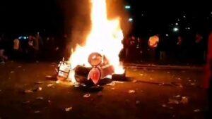 """Baterista de Evanescence llama """"imbéciles"""" a quienes quemaron su equipo en el Knotfest"""