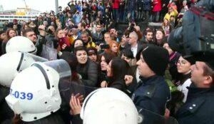 """Fiscalía turca acusa de """"ofensas al Estado"""" a mujeres que cantaron """"Un violador en tu camino"""""""