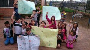 Niños de Colombia protestan para exigir un lugar donde jugar en su conjunto habitacional