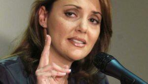 """Lilly Téllez califica de """"miserables"""" a quienes piden su salida de Morena en el Senado"""