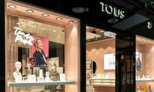 Demandan a Tous por vender joyas rellenas de plástico y otros metales