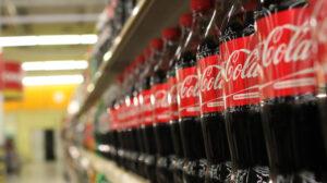 Seguiremos usando botellas de plástico porque clientes las piden: Coca Cola