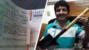 Hombre devuelve más de 2 millones de pesos en cheques y lo premian con una pala