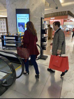 Yeidckol Polevnsky es captada comprando en tienda de lujo en Polanco