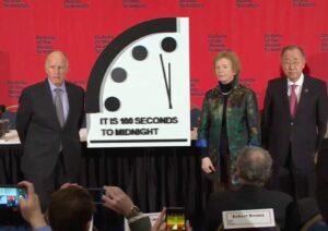 Científicos adelantan el reloj del juicio final a 100 segundos del apocalipsis