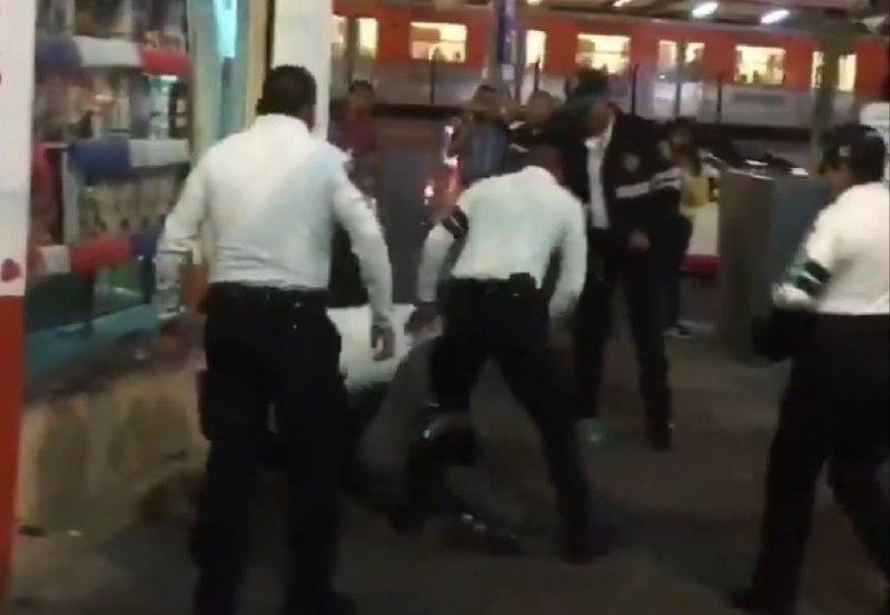 Captan a tres policías golpeando a un hombre en Tlalpan