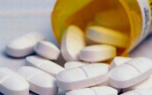 Anteriores gobiernos compraban medicamentos antirretrovirales en desuso, acusa sector salud