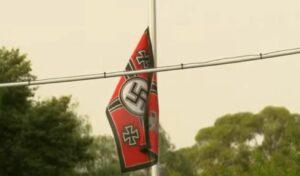 Obligan a pareja a quitar bandera Nazi porque uno de sus vecinos es superviviente del Holocausto